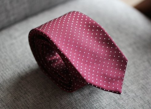 SIX FOLD SILK BURGUNDY POLKA DOTS TIE