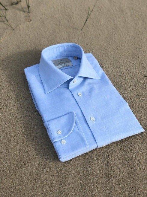 błękitna lekka koszula z kołnierzem półwłoskim
