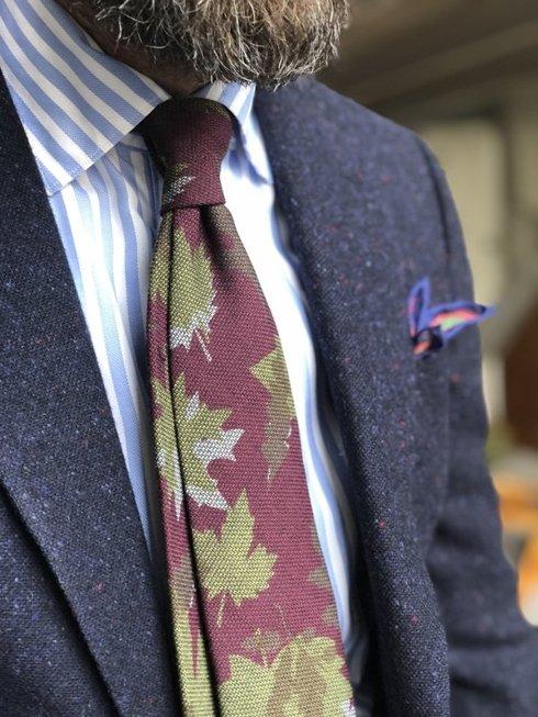 Bordowy Krawat z wełny o splocie garza