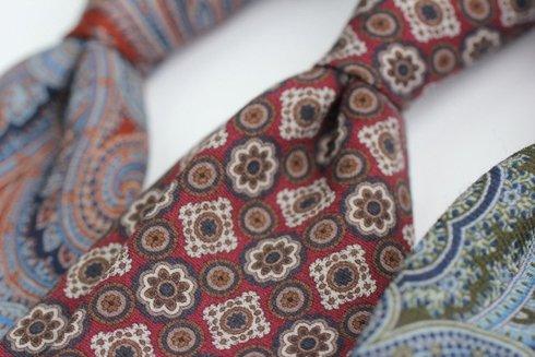 Krawat z drukowanej wełny / medaliony
