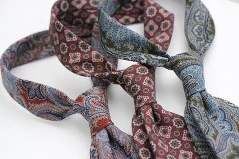 Krawat z drukowanej wełny / zielony paisley